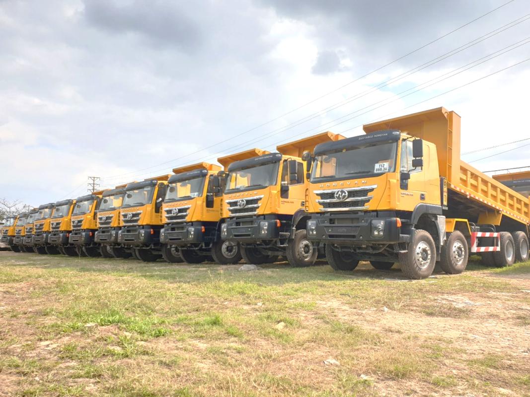 Xe tải ben 4 chân IVECO-Hongyan đã có mặt tại Việt Nam do Trường Thịnh Group nhập khẩu và phân phối độc quyền